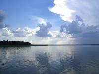 Облака над озером